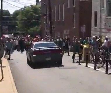 USA: Samochód wjechał w tłum demonstrantów, jedna osoba nie żyje