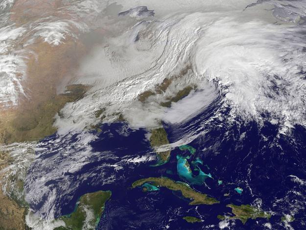 USA zmagają się z trudnymi warunkami pogodowymi /PAP/EPA