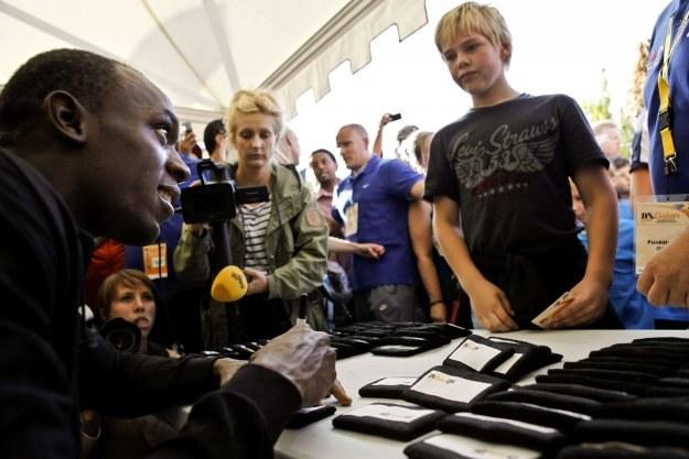Usain Bolt podpisywał w Sztokholmie autografy /AFP