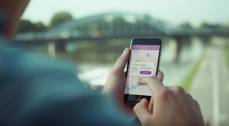Usługa Traficar, podobnie jak chociażby Uber czy MyTaxi, wymaga zainstalowania aplikacji /materiały prasowe