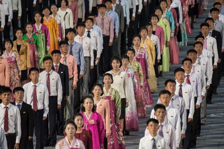 Uśmiechnięta i kolorowa Korea Północna to tylko pozory /ED JONES / AFP /AFP