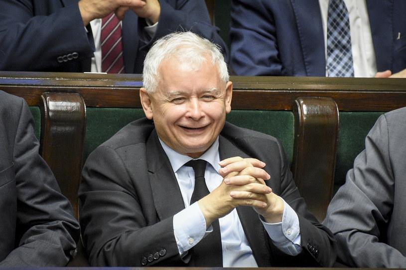 Uśmiechnięty Jarosław Kaczyński w Sejmie /Jacek Domiński /Reporter
