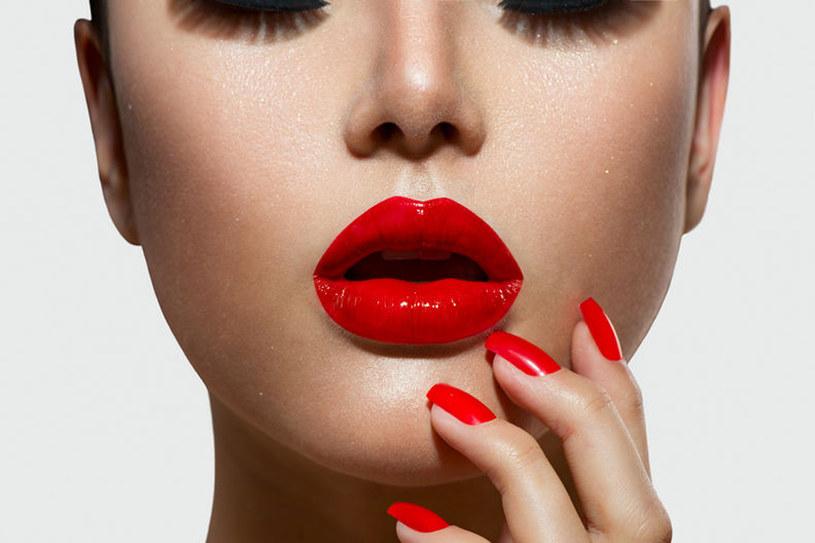 Usta pomalowane lakierem lub flamastrem będe kusiły przez wiele godzin /123RF/PICSEL