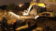 Usuwają awarię wodociągu koło Warszawy