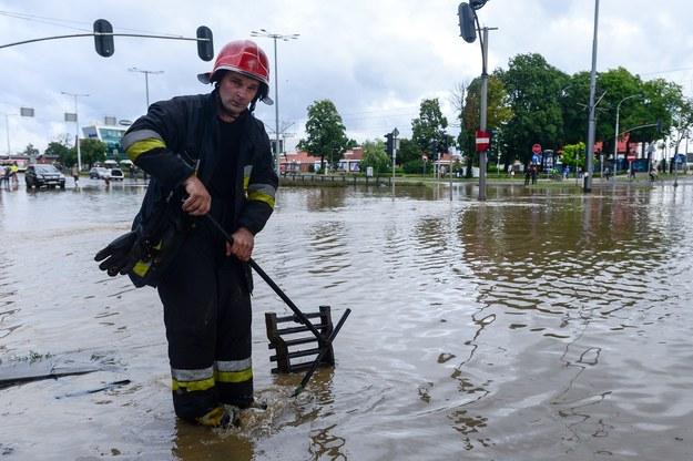 Usuwanie skutków ulewy; zdj. ilustracyjne /Łukasz Dejnarowicz /Agencja FORUM