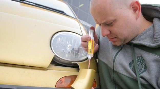 Uszkodzenie części nie zawsze oznacza konieczność jej wymiany. Rozwiązaniem jest klejenie. /Motor