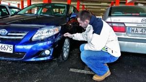 Uszkodzenie samochodu na parkingu strzeżonym