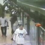 Utknął między peronem a pociągiem. Mężczyzna ledwo uszedł z życiem