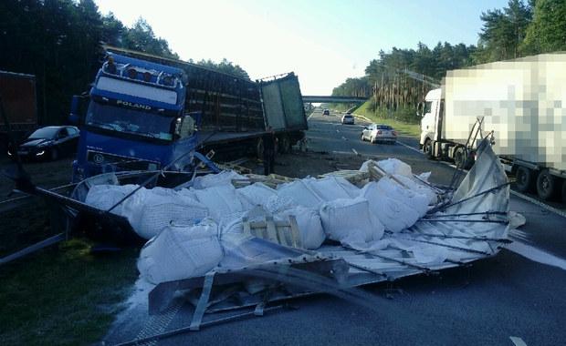 Utrudnienia na A4: Ciężarówka uderzyła w bariery