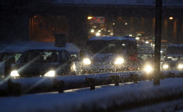 Uwaga kierowcy! Białe i śliskie drogi na południu Polski