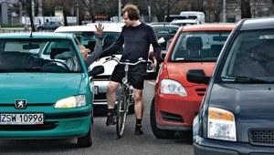 Uwaga! Rowerzysta na drodze
