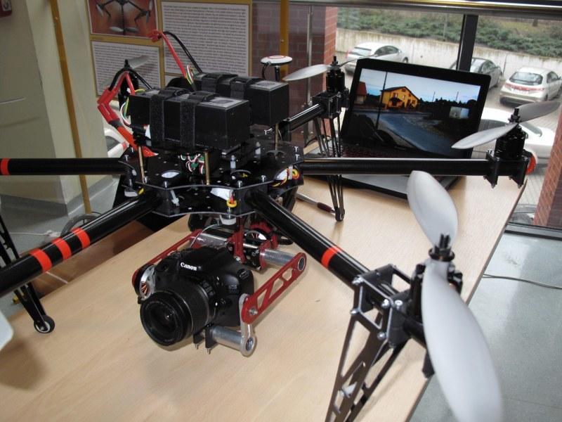 Uwagę przykuwał też dron, skonstruowany przez jednego z uczestników, pozwalający na kręcenie filmów z wysokości /Adam Górczewski /RMF FM