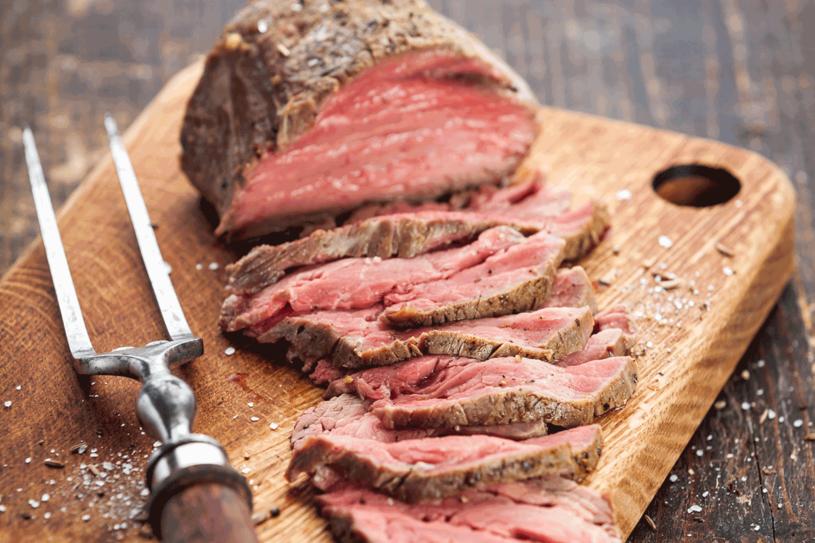 Uważaj, by nie przypalic mięsa /123RF/PICSEL