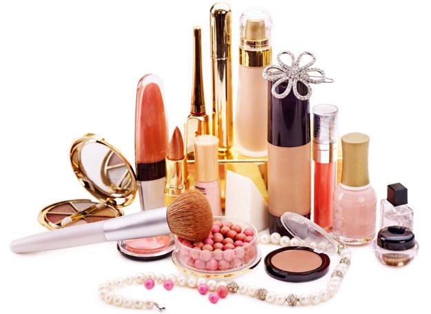 Uważaj na to, co masz w kosmetyczce /©123RF/PICSEL