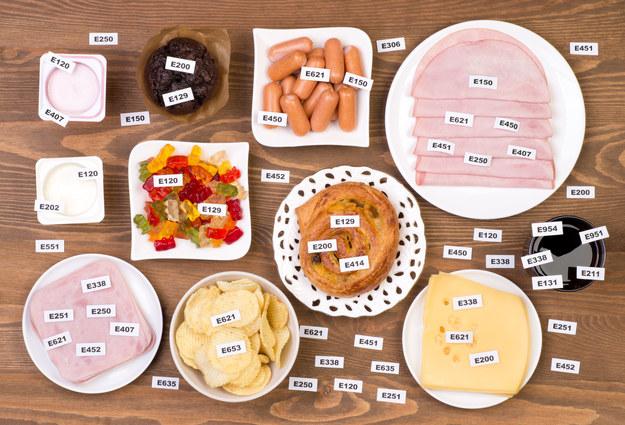 Uważnie czytajmy etykiety produktów, które kupujemy /123/RF PICSEL