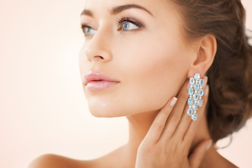 Uwielbiasz biżuterię? Naucz sie o nią odpowiednio dbać /©123RF/PICSEL