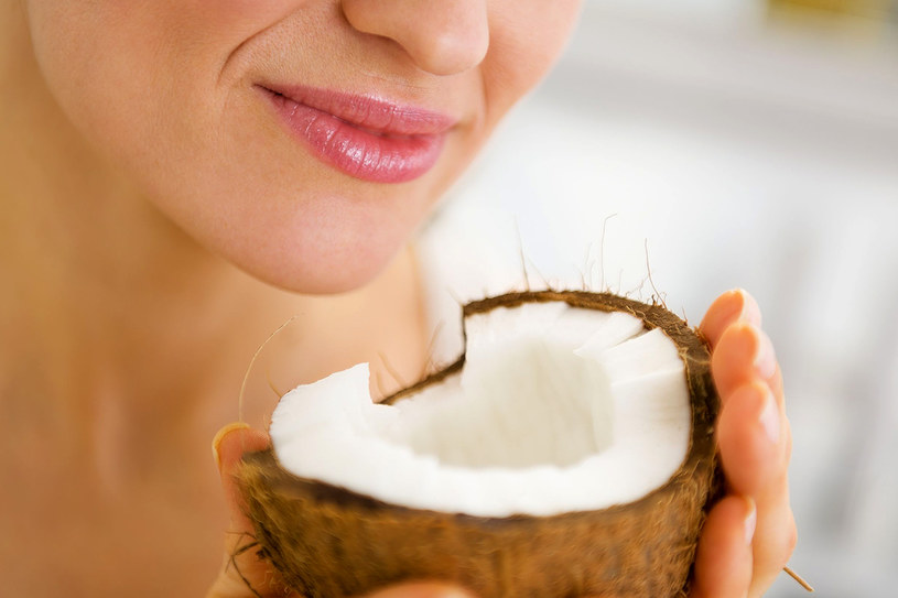 Uwielbiasz smak i zapach kokosu? Wybierz kosmetyki na jego bazie /©123RF/PICSEL