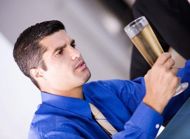 Uzależnienie od alkoholu znacząco skraca trwanie związków małżeńskich /© Panthermedia