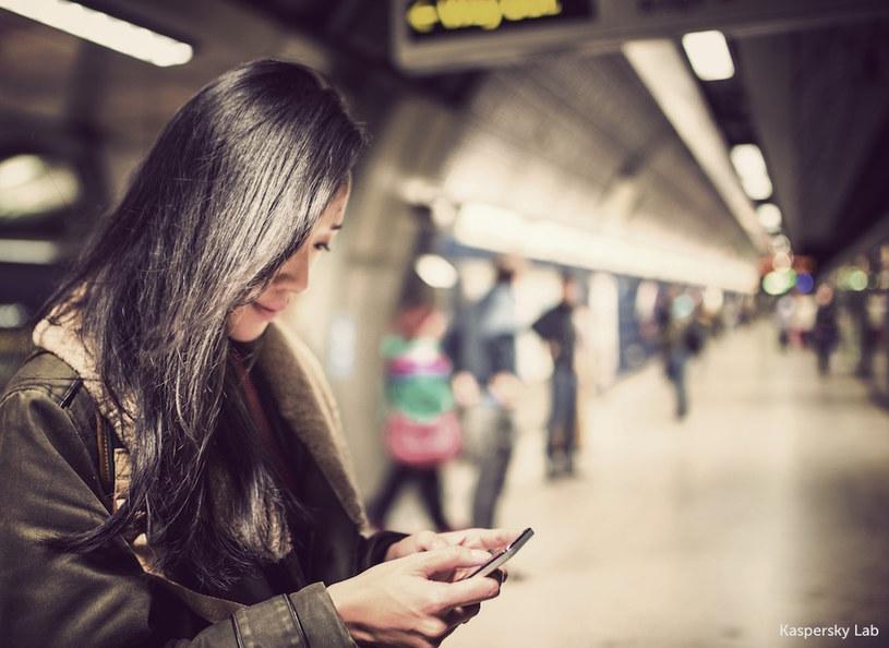 Użytkownicy nie są świadomi potrzeby zabezpieczenia swoich urządzeń mobilnych /materiały prasowe