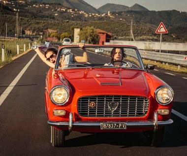 """Valeria Bruni Tedeschi i Micaela Ramazzotti w scenie z filmu """"Zwariować ze szczęścia"""""""