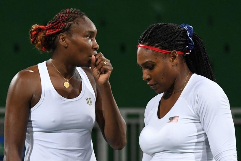 Venus (z lewej) i Serena Williams /AFP
