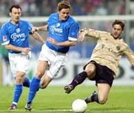 VfL Bochum - Bayern 1:3. Tomasz Zdebel (z lewej) przygląda się walce o piłkę /AFP