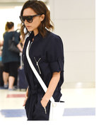 Victoria Beckham na lotnisku. Ale powaga!