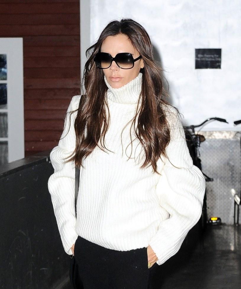 Victoria Beckham uwielbia zakładać tego typu swetry /East News