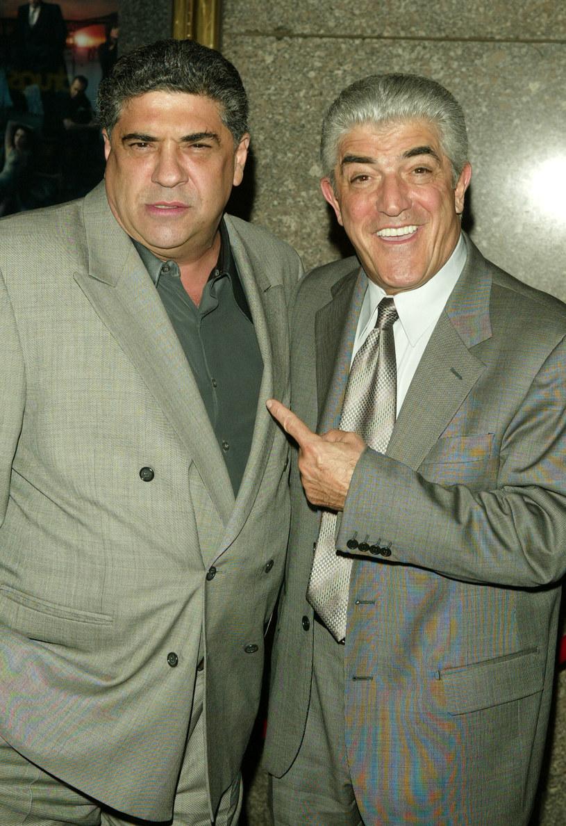 """Vincent Pastore i Frank Vincent na premierze piątego sezonu serialu """"Rodzina Soprano"""" (2004) /Peter Kramer /Getty Images"""