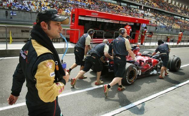 Vitantonio Liuzzi nie wierzy w plotki. Chce zostać w Force India na kolejny sezon /AFP