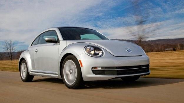 Volkswagen Beetle z nowym silnikiem 1.6 TDI na zbiorniku może pokonać nawet 1000 km. /Volkswagen