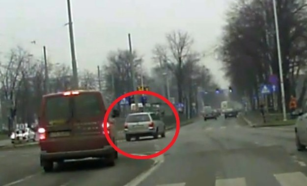 Volkswagen Passat wykonuje bardzo pomysłowy manewr /