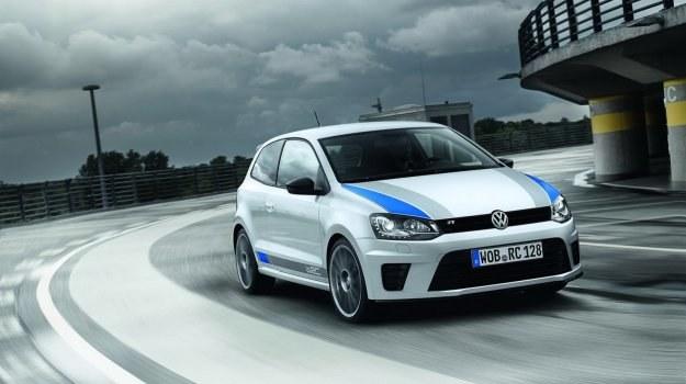 Volkswagen wyprodukuje 2500 egzemplarzy Polo R WRC. Model dostępny jest w każdym kolorze - pod warunkiem, że nie będzie to kolor biały z ozdobnymi pasami. /Volkswagen