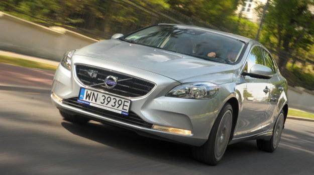 Volvo V40 ma opływowe nadwozie o niewielkim współczynniku oporu powietrza (0,29). /Motor