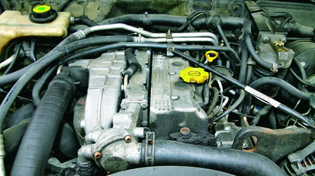Voyager ma silnik poprzecznie, a Cherokee i Grand Cherokee wzdłużnie (w Grand Cherokee - 5 cyl.). /Motor