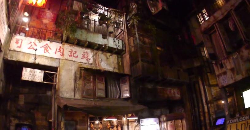 W 1993 r. przed rozbiórką wysiedlono z Miasta Ciemności ponad 50 tys. ludzi - materiał pochodzi z serwisu YouTube.com /materiały prasowe