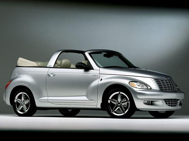 """W 2005 r. na rynek trafił 2-drzwiowy kabriolet. Choć mogło to wielu osobom """"narobić smaku"""" na PT Cruisera coupe, takiej wersji nie przewidziano. Kabriolet ma skromną gamę silników: benzynowy 2.4 o mocy 152 KM lub jego turbodoładowany odpowiednik osiągający 223 KM. /Chrysler"""