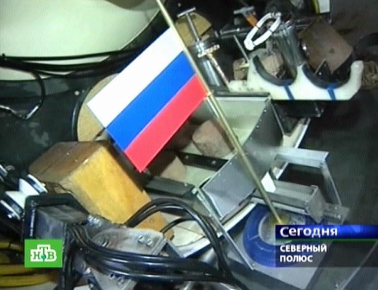W 2007 roku robot wbił rosyjską flagę w dno oceanu w rejonie bieguna północnego /AFP