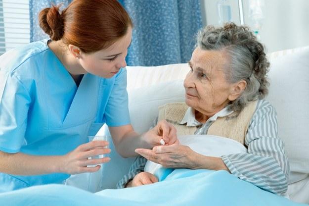 W 2016 r. mediana miesięcznych zarobków pielęgniarek wyniosła 2665 zł /© Panthermedia