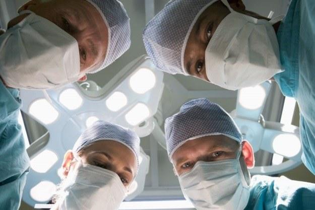 W 36-godzinnym przeszczepie głowy uczestniczyłoby 100 lekarzy /123RF/PICSEL