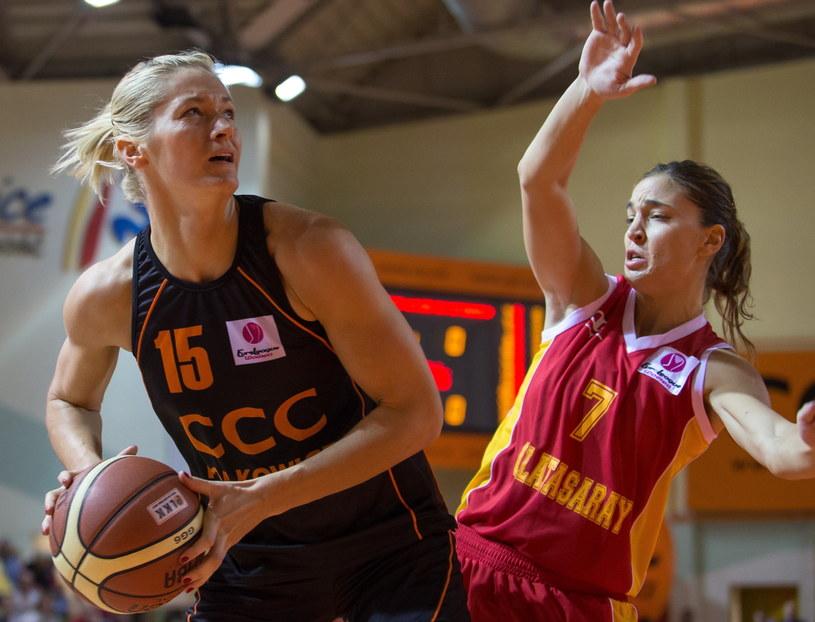 W akcji Magdalena Leciejewska (z lewej) /Fot. Maciej Kulczyński /PAP