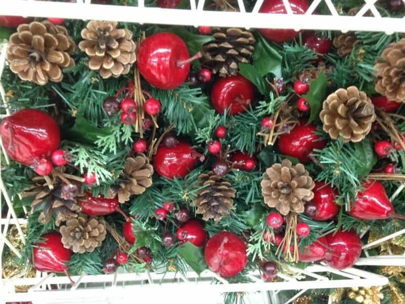 W amerykańskich sklepach już teraz można znaleźć świąteczne ozdoby /Paweł Żuchowski /RMF FM