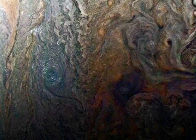 W atmosferze Jowisza (na zdjęciu), Saturna, Urana i Neptuna mogą padać deszcze diamentów /NASA