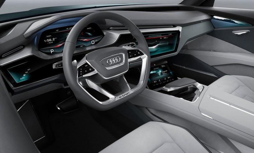 W Audi e-tron quattro mogliśmy zobaczyć najnowszą interpretację wieloekranowej deski rozdzielczej, która pojawi się w nowych A6, A7 i A8. /