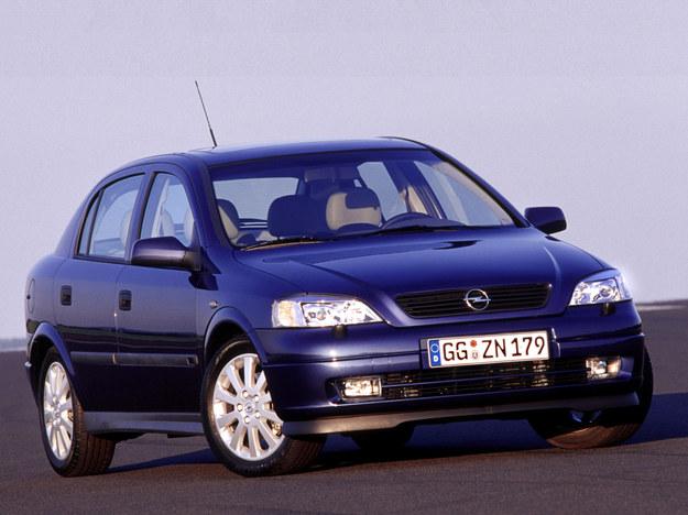 W benzynowych Oplach Ecotec również warto wymieniać rozrząd co 50 tys. km. /Opel