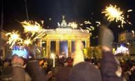 W Berlinie największa zabawa odbyła się w okolicach Bramy Brandenburskiej /RMF24.pl