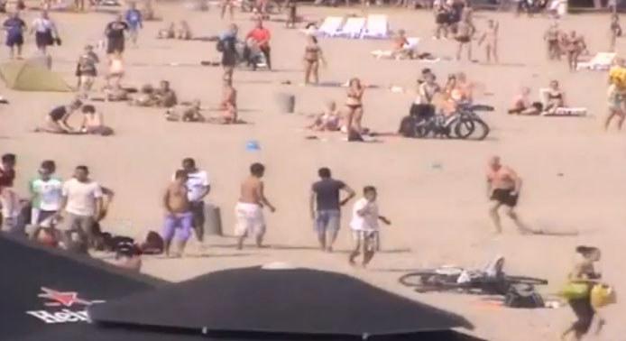 W bójce na plaży w Gdyni wzięło udział kilkadziesiąt osób, m.in. pseudokibice Ruchu Chorzów i meksykańscy marynarze. /Policja