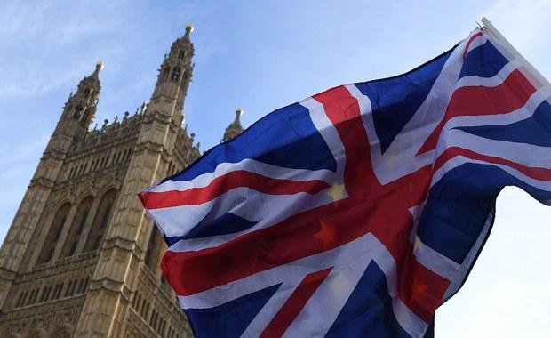 W. Brytania: Formularz, pytania i 72 funty. Jest procedura ubiegania się o status osiedleńca