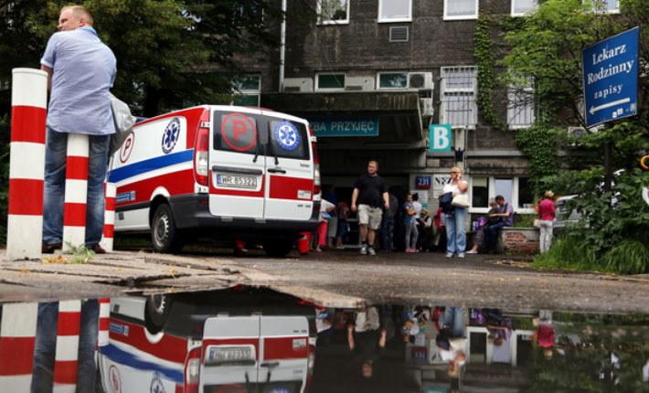 W całym kraju kilkadziesiąt placówek, w tym szpitale i siedziby prokuratur otrzymały informację o podłożeniu ładunków wybuchowych. /Tomasz Gzell /PAP