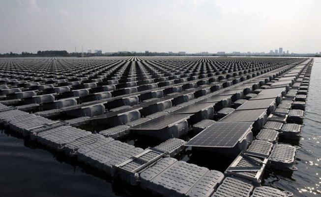W Chinach powstaje największa na świecie pływająca farma solarna /materiały prasowe